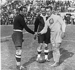 Combi (left) together with referee Ivan Eklind (m.) and František Plánička (r.) before the World Cup final in 1934