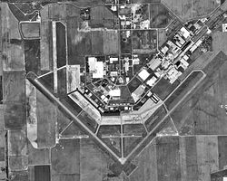 Freeman Municipal Airport-IN-27Mar1998-USGS.jpg