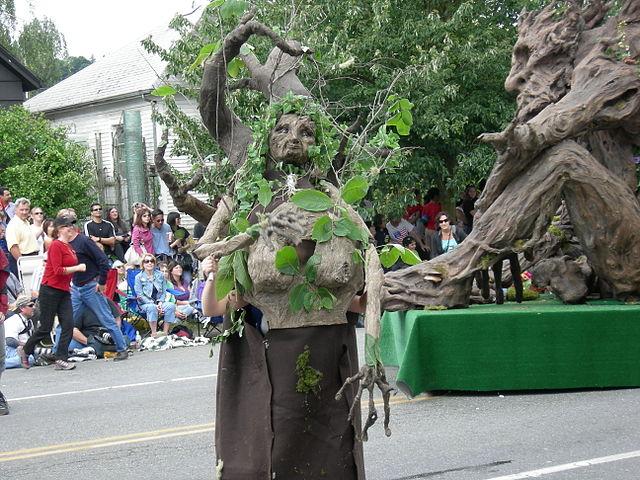 Plik:Fremont Solstice Parade 2007 - Ents 14.jpg