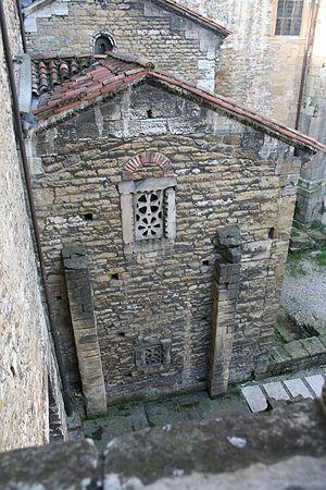 Cámara Santa - Image: Frontal exterior de la cámara santa