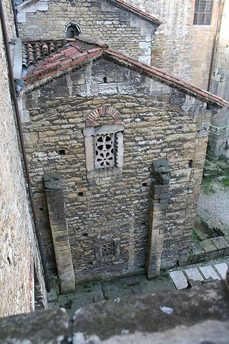 Leocadia - Image: Frontal exterior de la cámara santa