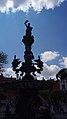 Fuente frente al templo.jpg