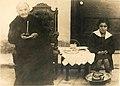 Gabriela Mistral con su abuela tomando mate.jpg