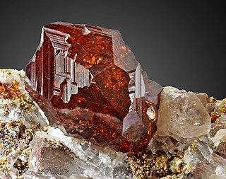 Garnet mineral, semi-precious stone