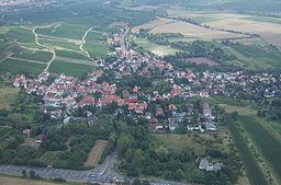 Luftaufnahme des Ortes Gau-Bischofsheim im August 2006
