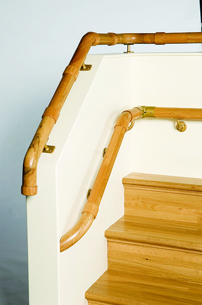 File:George Quinn staircase - Infinity collection banisters, handrails (3).jpg