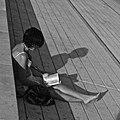 Girl reading (19258745674).jpg
