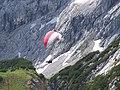 Gleitschirmflieger am Alpspitz - panoramio.jpg