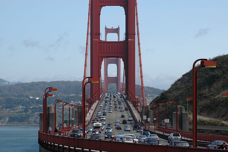 Fichier:Golden Gate Bridge Front Traffic.jpeg