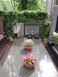 Grob Bogdana Baera.JPG