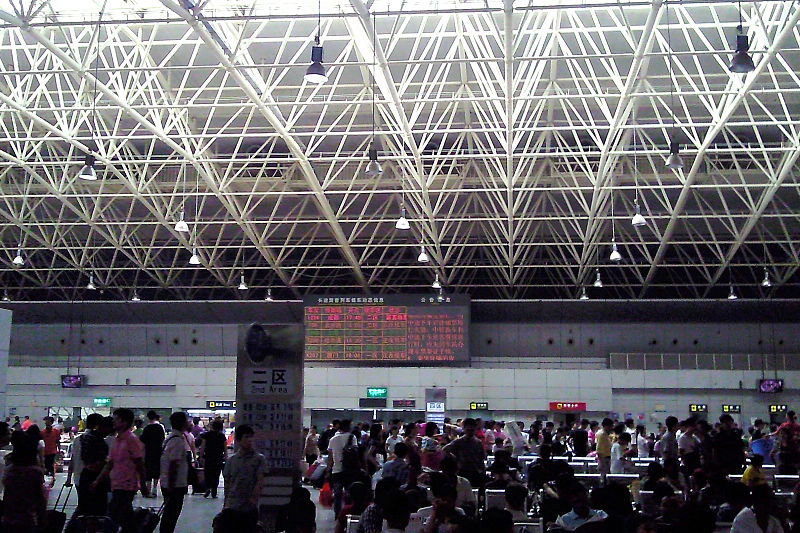 File:Guangzhou East Railway Station waiting hall.jpg