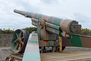 Pointe du Hoc - A 15.5 cm K 418(f) gun, of the type used in the Pointe du Hoc battery, preserved at the Atlantic Wall on Jersey.