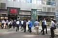 HK 觀塘 Kwun Tong 駿業街 Tsun Yip Street shop RedTea Restaurant lunch time visitors queue October 2018 IX2 01.jpg