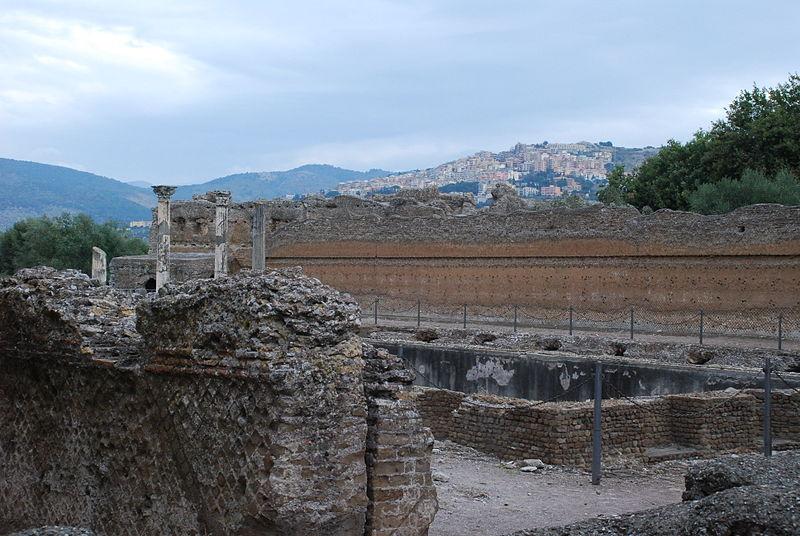 File:Hadrian's villa near Tivoli 238.JPG