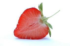 http://upload.wikimedia.org/wikipedia/commons/thumb/5/5e/Half_a_strawberry.jpg/283px-Half_a_strawberry.jpg