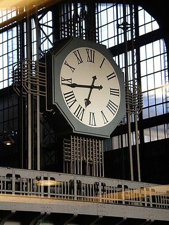 Station clock - Image: Hamburg HBF Uhr 02 (Ra Boe)