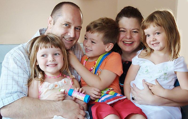 File:Happy family (1).jpg
