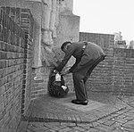 Herdenking Slag om Arnhem. Airborne-monument te Oosterbeek. Kranslegging, Bestanddeelnr 912-9413.jpg