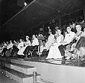 Het koninklijk paar tijdens het feest in het Rifstadion. Rechts gouverneur Struy, Bestanddeelnr 252-3645.jpg