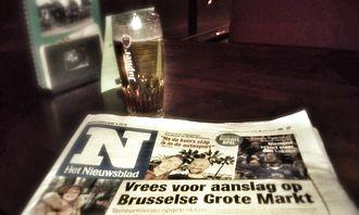 Het Nieuwsblad - Het Nieuwsblad with a pint.