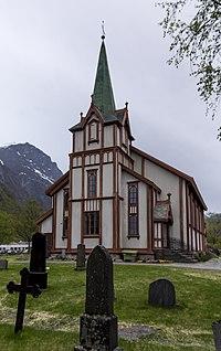 Hov kirke 2013.jpg