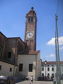 Il campanile della chiesa parrocchiale della Natività di Maria Santissima, sita nella frazione di Vangadizza.