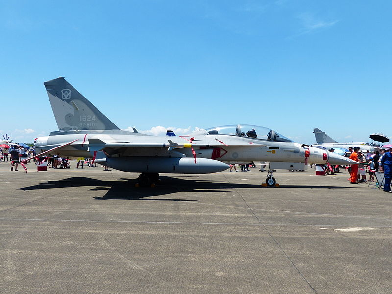 Fichier:IDF F-CK-1B 1624 Display at Tainan Air Force Base 20130810.jpg