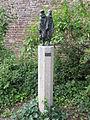IJsselstein - Beeld 'De twee zwervers' van Jan van Luijn aan het Molenplantsoen.jpg