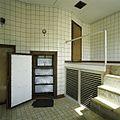 Interieur, overzicht met geopende vriescarrousel - Vierakker - 20389453 - RCE.jpg