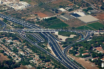How to get to מחלף אלוף שדה with public transit - About the place