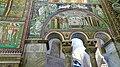 Italie, Ravenne, basilique San Vitale, paroi droite du presbyterium avec la mosaïque des sacrifices d'Abel et de Melchisédech, VIe siècle (48087118272).jpg