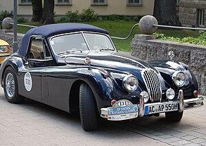 Авто Jaguar 300px-Jaguar_XK_140_DHC
