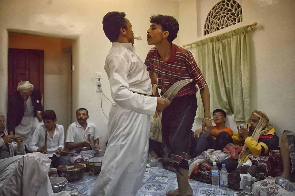 File:Janbiya Dance, Yemen (11041030075).jpg - Wikimedia Commons