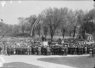 Unveiling of Bishop John Carroll statue in 1912 John Carroll statue 1912 crowd cropped.tif