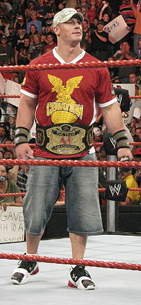 John Cena mit der World Tag Team Championship 2008.