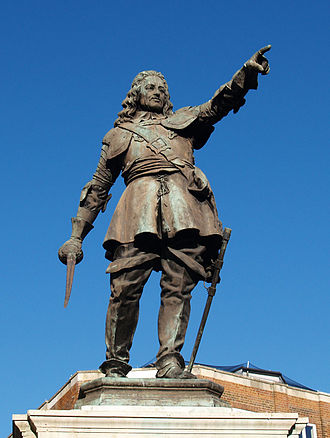 John Hampden - Statue of John Hampden in Market Square, Aylesbury, Buckinghamshire