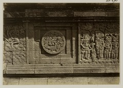 KITLV 28296 - Isidore van Kinsbergen - Relief with part of the Ramayana epic on the east side of Panataran, Kediri - 1867-02-1867-06.tif