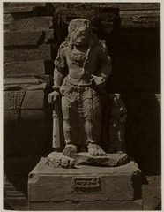 KITLV 28330 - Isidore van Kinsbergen - Sculpture -front- from 1322 of Shiva as a holy watcher Panataran, Kediri - 1867-02-1867-06.tif