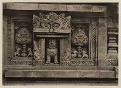 KITLV 40008 - Kassian Céphas - Relief with boddhi trees and rams on the Shiva Temple of Prambanan near Yogyakarta - 1889-1890.tif