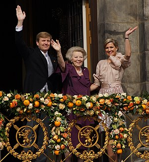 Inauguration of Willem-Alexander - The former queen and the new royal couple on the balcony of the royal palace
