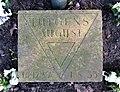 Kissenstein August Lütgens Ehrenhain FriedhofOhlsdorf.jpg