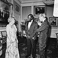 Koningin Juliana en Prins Bernhard ontvangen President Arap Moi van Kenya op Pal, Bestanddeelnr 930-3184.jpg