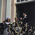 Koningin Juliana en prins Bernhard op het bordes van het stadhuis van Bonn rech, Bestanddeelnr 254-9006.jpg