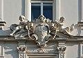 Kreuzherrenhof Wappen ueber FensterDSC 8921w.jpg