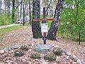 Krzyz pamiatkowy egzekucje w lasach Kaweczyna.JPG