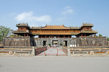 Ngo Mon (Wu Men ), the main gate of the imperial Nguyen city in Hue La porte du midi (Cite imperiale, Hue).jpg