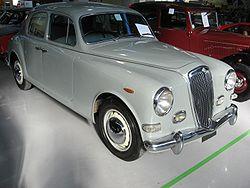 https://upload.wikimedia.org/wikipedia/commons/thumb/5/5e/Lancia_Aurelia-B10.JPG/250px-Lancia_Aurelia-B10.JPG