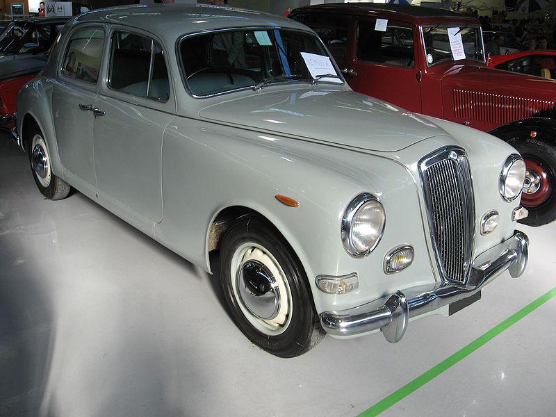 800px-Lancia_Aurelia-B10.JPG