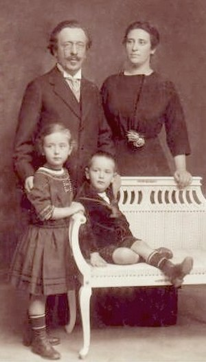 Lev Landau - Landau family in 1910