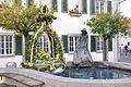 Langenargen Fischerbrunnen als Osterbrunnen 1.jpg